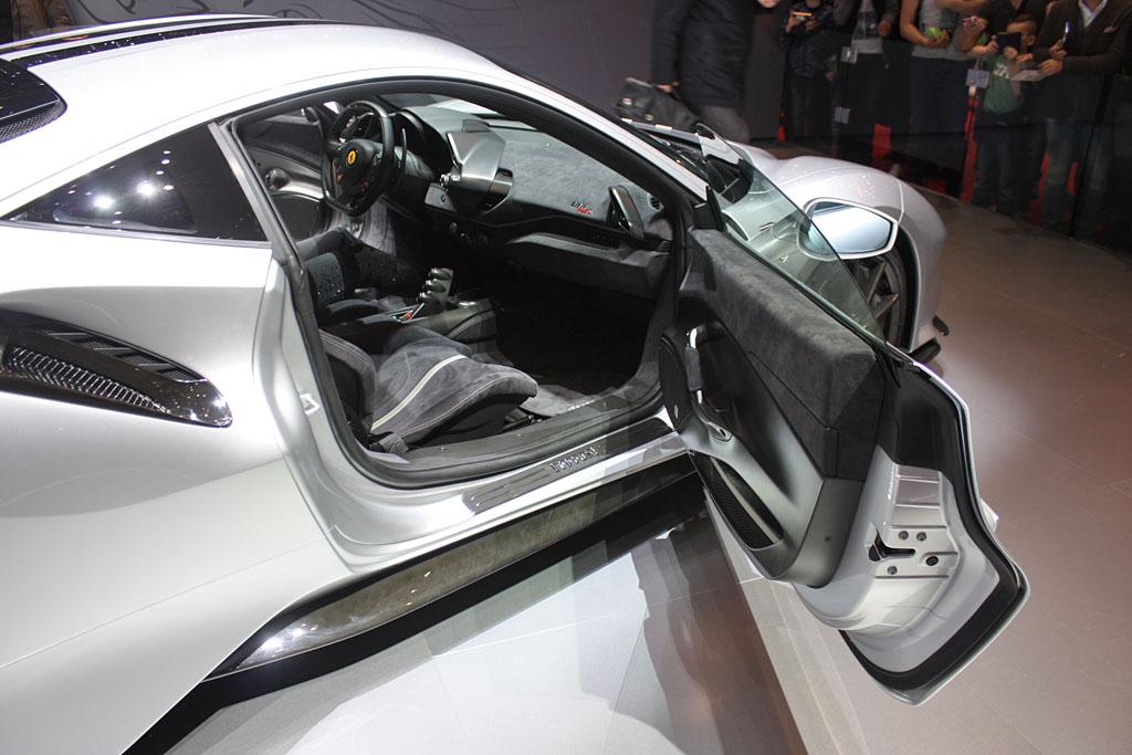 Ferrari-488-Pista-Grigio-Interior.jpg