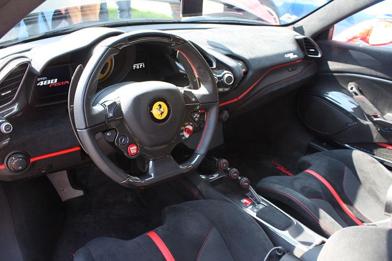 Ferrari-488-PIsta-Interieur-Interior.jpg