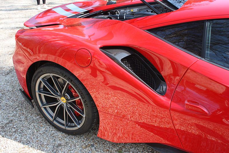 Ferrari-488-PIsta-Roue-Arriere.jpg