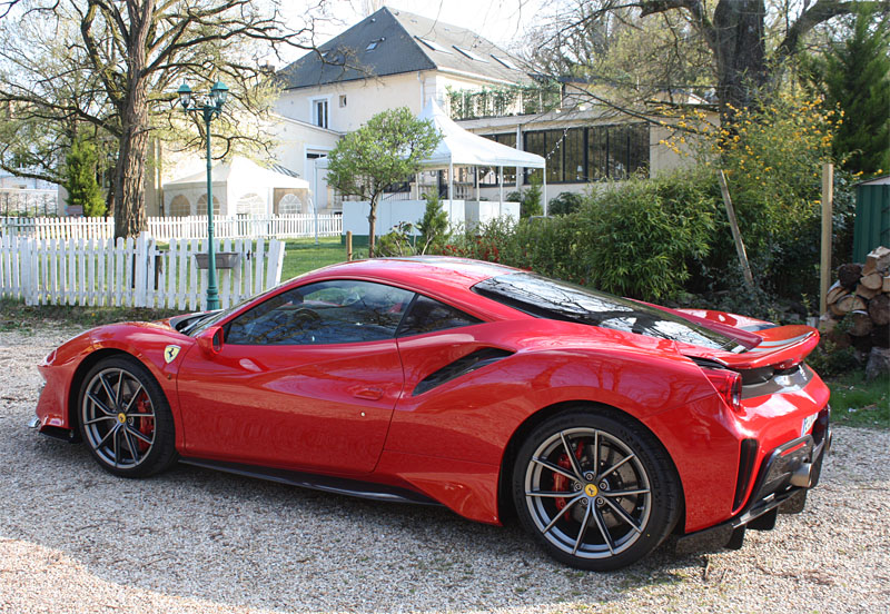 Ferrari-488-Pista-Cote-Side.jpg