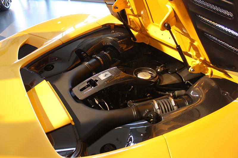 Ferrari-F8-Tributo-Spider-Motor.jpg